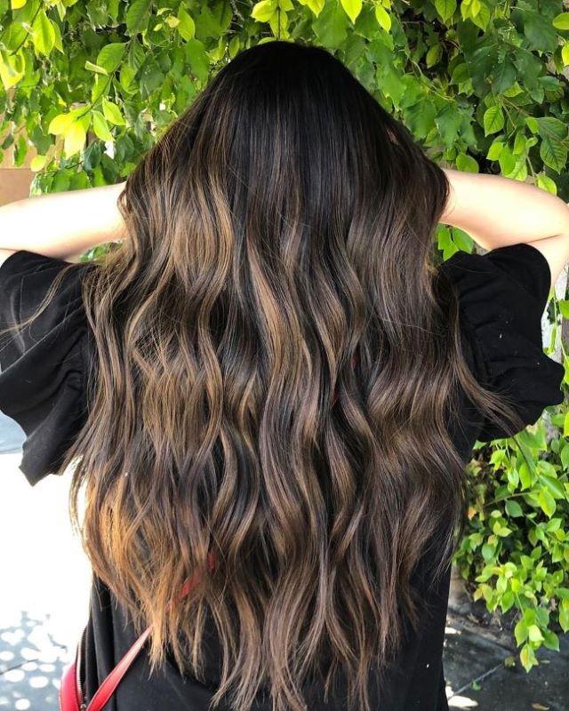 Красивый балаяж на темных волосах