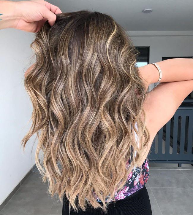 Балаяж на волнистых волосах