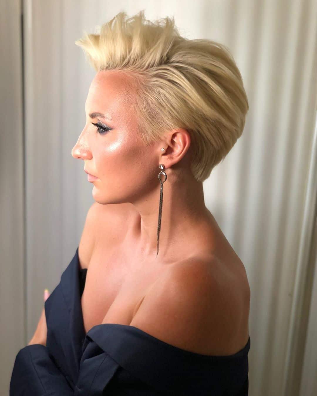стильная модная стрижка пикси блонд