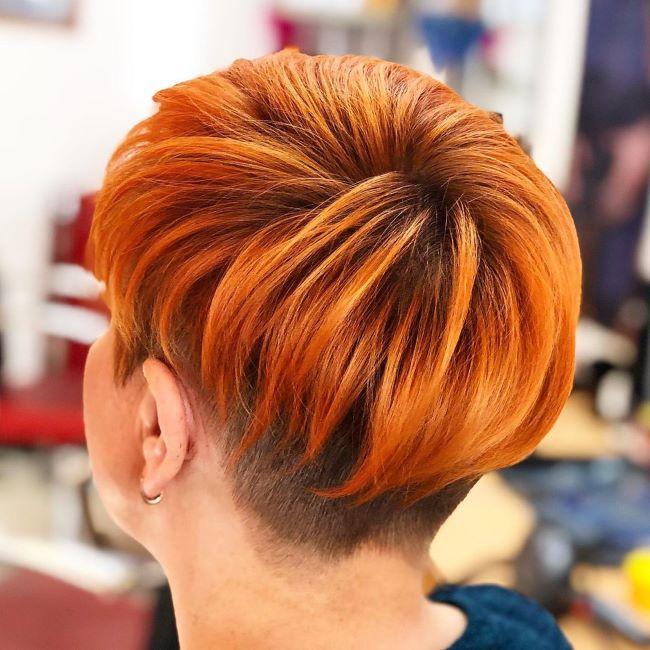 яркая стрижка пикси на рыжые волосы